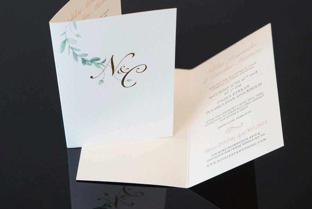 Bröllopsinbjudningskort i guld - Bröllopsinbjudan - Snygga bröllopsinbjudningskort - AMO-Tryck, Ditt tryckeri i Stockholm, Solna